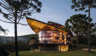 Pinhão 私宅,起翘的屋面--Mareines Arquitetura